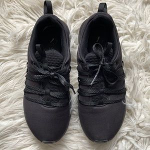 Puma sneakers black soft foam size 7us